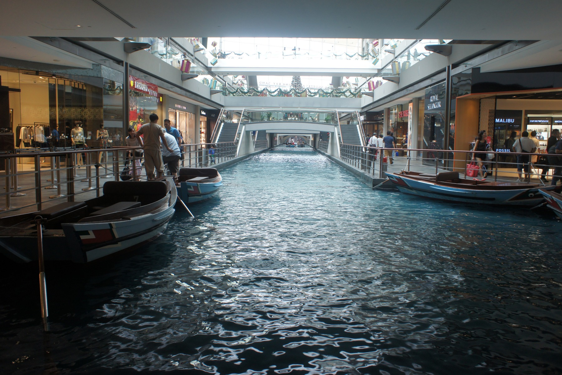 7349170-The_Shoppes_at_Marina_Bay_Sands_Singapore_Singapore