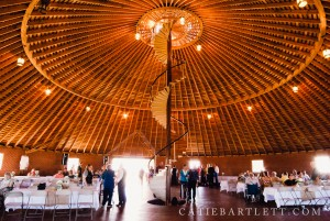 18.-inside-the-round-barn-pond-creek-oklahoma-wedding-photography